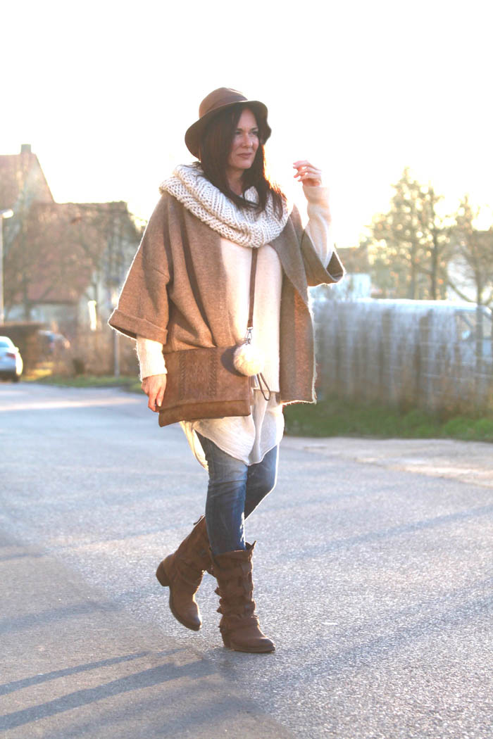 Diana Paul, The beautiful unnecessary, nude, nudetöne, vintage, shabby chic, off-white, fashion, scarf, red hair, Lagenlook, Iphone 6, Schwabach, Nürnberg,