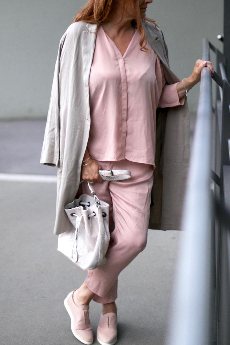 Zalon 3. Post rosa Outfit 4